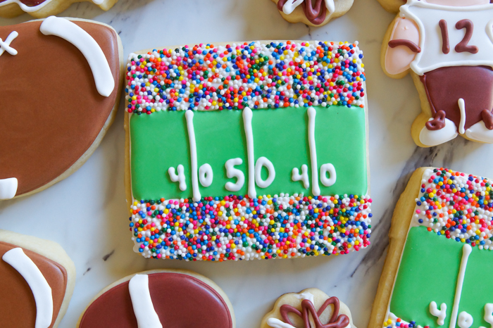 how to make football stadium decorated cookies ... such a cute addition to a football cookie platter!