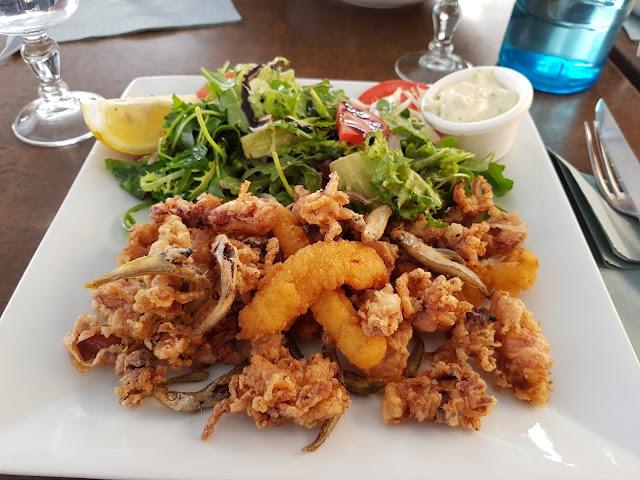 fruits de mer et salade au restaurant Le Cigalon à Marseille vieux port