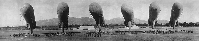 Photographie panoramique de ballons d'observation en Californie vers 1919