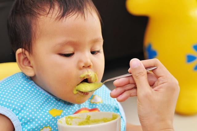 Tanda-Tanda Bayi Bisa Mulai Diberi MPASI | MPASI Bunda