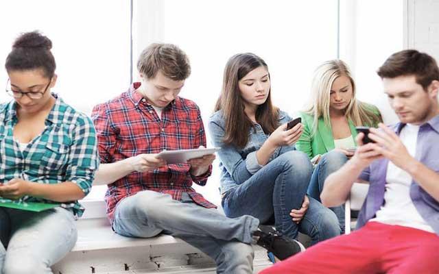 Jovenes actuales en el smartphone