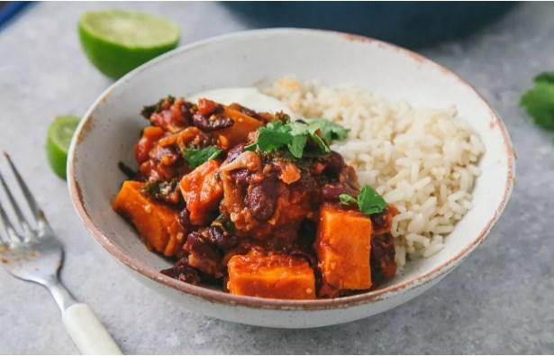 SWEET POTATO & KALE CHILI #veganmeal #spicy