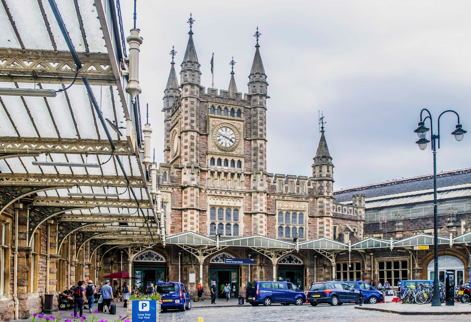 That s 175 years ago. Since then, trains have been bringing people here  continuously. That s amazing. Gothic Revival, the magnificent roof over the  ... 9f587ea68c
