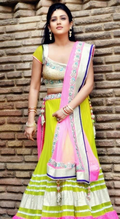 Bollywood Actress Saree Collections: Chinnadana neekosam ...