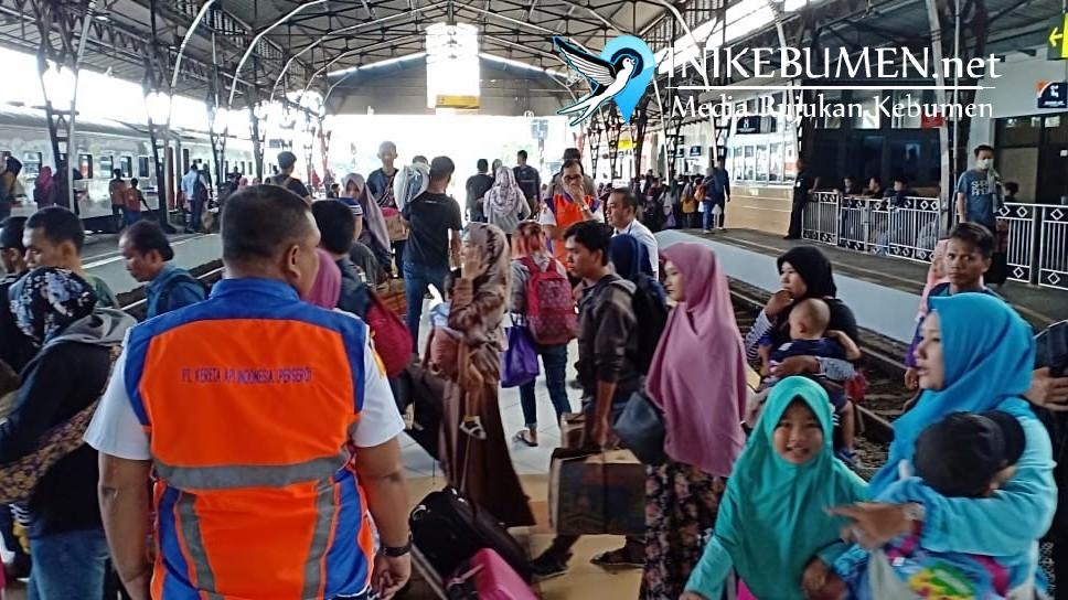 Selama Angkutan Lebaran, Puluhan Ribu Penumpang Turun di Stasiun Kebumen