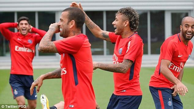 Neymar tươi rói trong buổi tập đầu tiên với PSG 2