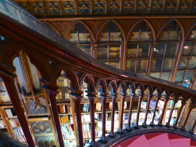 Detalle barandilla escalera Lello e Irmao