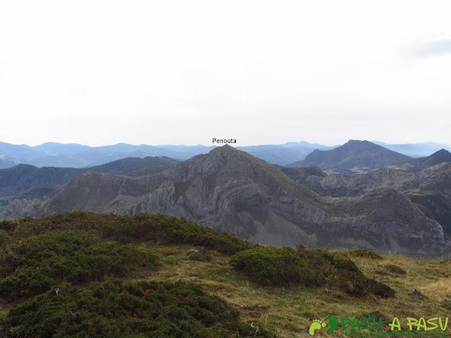 Vista de la Peña Penouta desde el Pico Mocoso