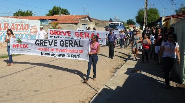 Em greve,professores da rede Estadual fazem manifestação nas ruas da cidade