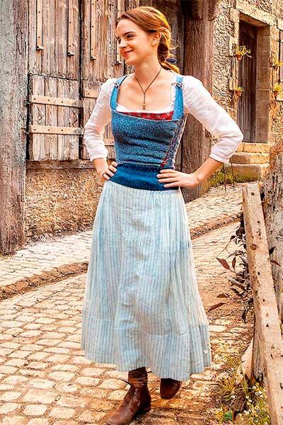 Bela vestido azul vilarejo