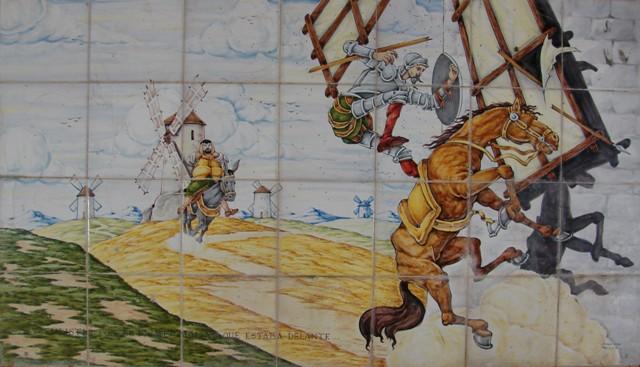 Don Quijote embista el aspa de un molino.