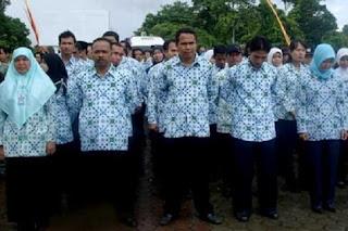 http://lokernesia.blogspot.com/2012/06/wacana-pengangkatan-honorer-k2-jadi.html