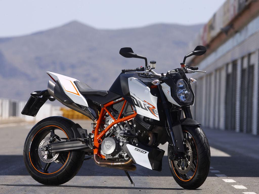ktm 990 super duke r alpha animal 2012 review motorboxer. Black Bedroom Furniture Sets. Home Design Ideas