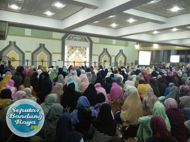 """Peserta """"Shift Goes to UPI"""" Memenuhi Masjid Al-Furqon UPI"""