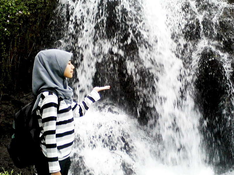 Cewek manis penunggu air terjun Batu raden Githa Algian Yusnia Putri