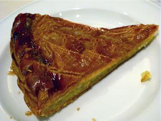 """Ein Stück Blätterteigkuchen """"galette des rois"""""""