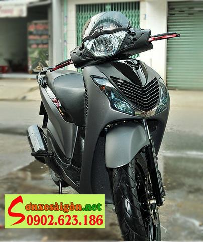 Mẫu sơn Honda Sh màu xám cùng dàn chân sporty đen bóng