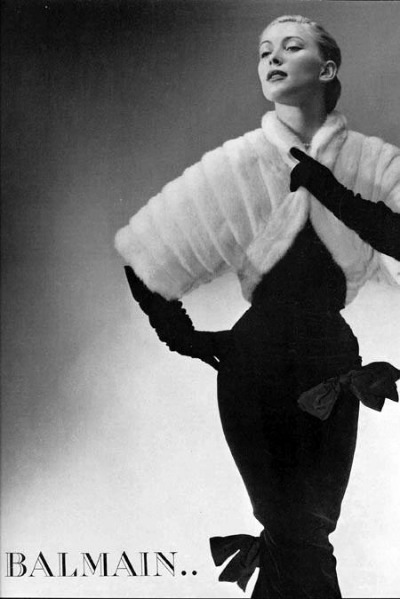 Model in fur stole over black sheath dress in Pierre Balmain 1951 Ad
