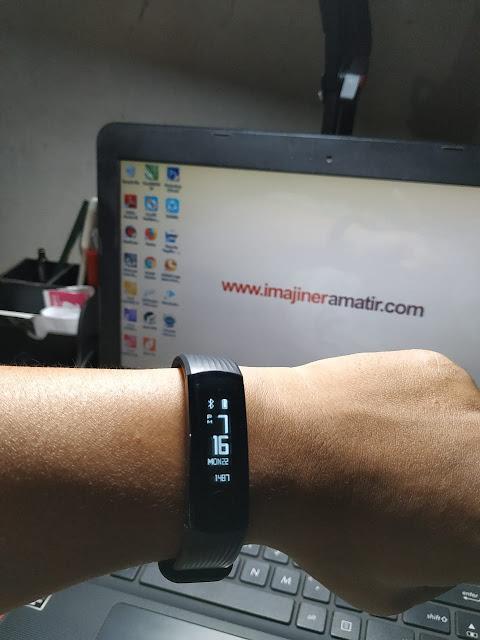 merupakan salah satu varian produk dari merk Honor Review Honor Band 3, Smartband Hasil Berburu Flash Sale