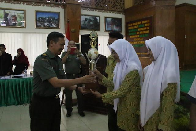SMA 3 Banda Aceh Juara Cerdas Cermat HUT Kodam IM
