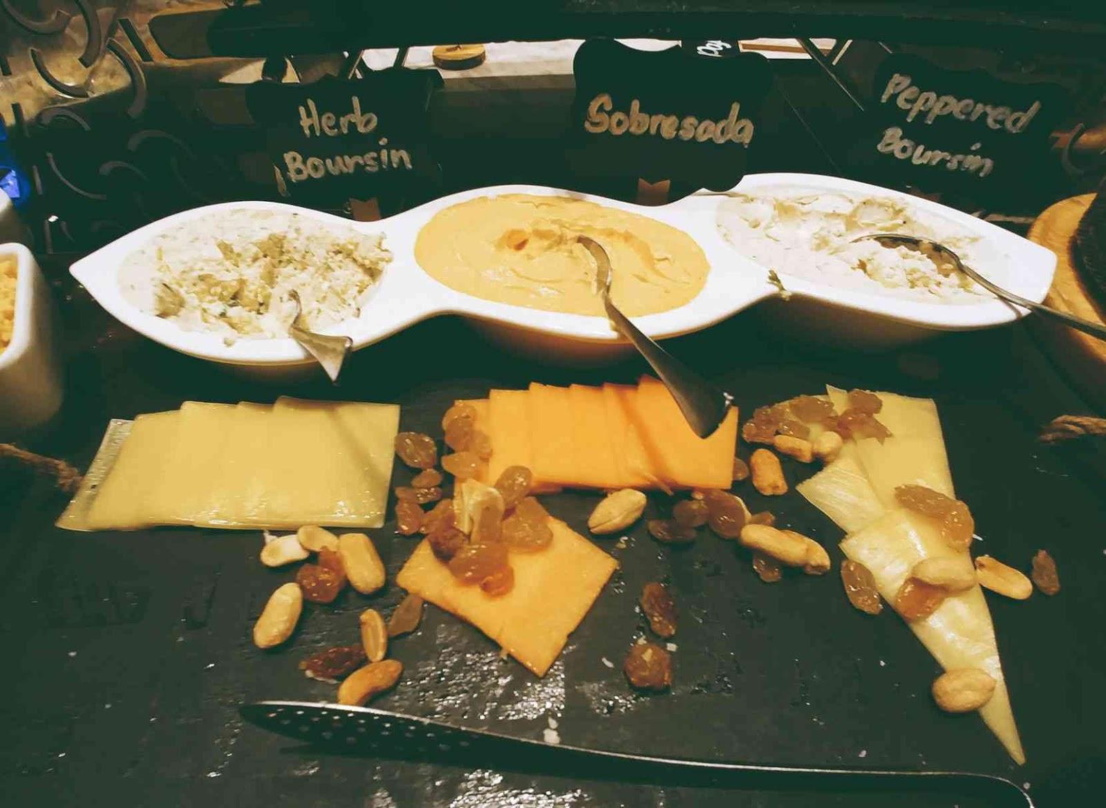 Vikings Luxury Buffet: cheese station