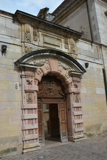 Dijon arch
