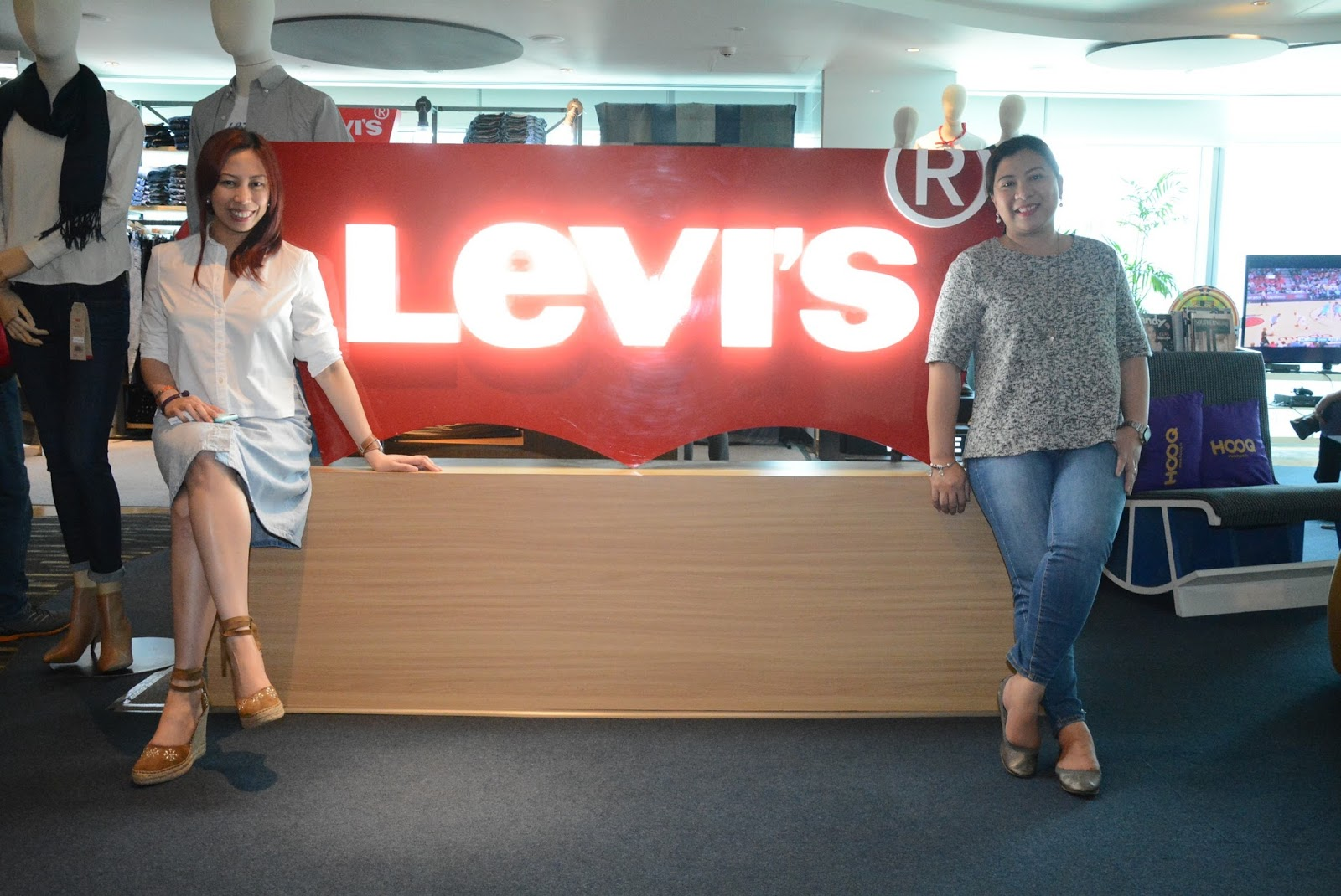 Yael Yuzon, Alex Medina Headline Levi's Big Sale