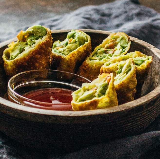 Avocado Egg Rolls With Sweet Chili Sauce #appetizer #vegetarian