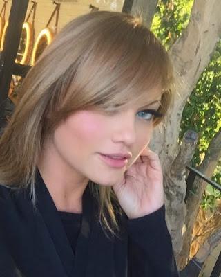 Ellen Rocche está com novo look para personagem — Foto: Reprodução/Instagram
