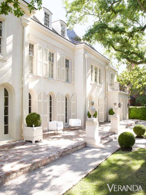 Pamela Pierce designs exterior white Houston home