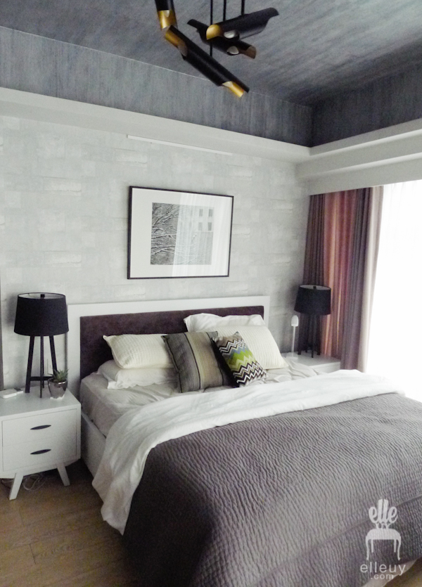 modern bright bedroom with white textured wall paper and dark ceiling wall paper