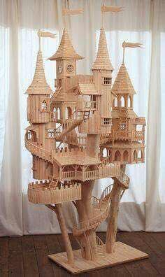 castillo hecho con palitos de helado