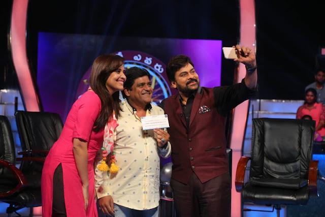 Anchor Anasuya in Meelo Evaru Koteeswarudu with megastar photos
