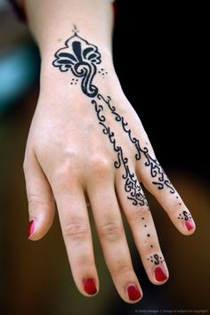 Kumpulan Tips Dan Trik Seputar Hiijab Tampil Cantik Dengan Henna