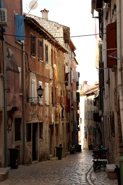 Croatia, Rovinj, Old Town, cobbled streets, afternoon light