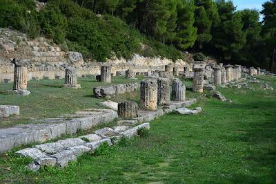 Περιήγηση στο Αμφιάρειο: το αρχαιολογικό κόσμημα που γλύτωσε από την πυρκαγιά