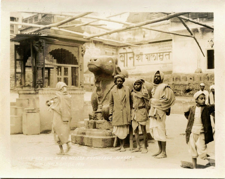 People standing in front of a Nandi statue - Benares (Varanasi) 1929