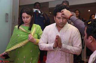 Sachin Tendulkar with his wife at Mata ka Jagrata hosted by Anu Malik 06.JPG