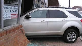 Μία 17χρονη έδινε για δίπλωμα οδήγησης και κάρφωσε το αυτοκίνητο στο εξεταστικό κέντρο
