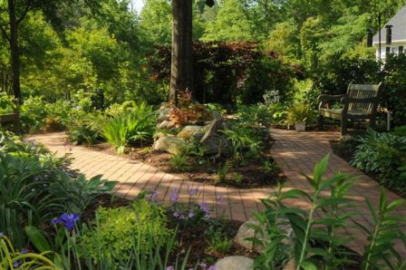 natural hardwood mulch shade