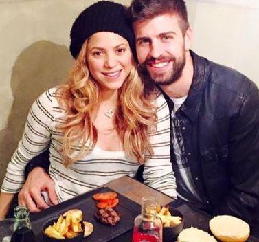 Foto de Shakira comiendo con Gerard Piqué