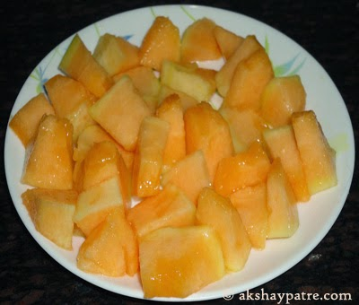 peel and cut muskmelon-making kharbuja juice recipe