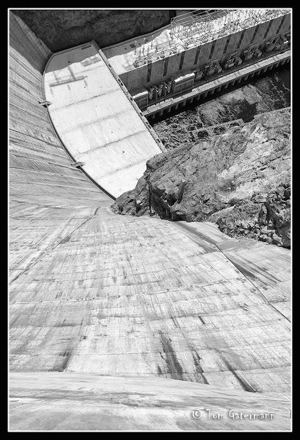 Vertigo? - Part II - Looking down from the top of Hoover Dam