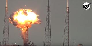 H στιγμή της έκρηξης στον πύραυλο που δοκιμαζόταν στη βάση του Ακρωτηρίου Κανάβεραλ.(VIDEO)