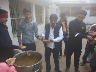 मुरैना - माननीय कमलनाथ जी के मुख्यमंत्री बनाये जाने पर व शपथ ग्रहण के 26 मिनट बाद ही कमलनाथ जी द्वारा किसानों का कर्ज माफ किया जिसे लेकर किसान कांग्रेस में एक उत्साह देखा गया ।