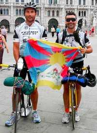 randonneurs italiens en trottinettes BCS lors de leur traversée de la Slovenie en 2007