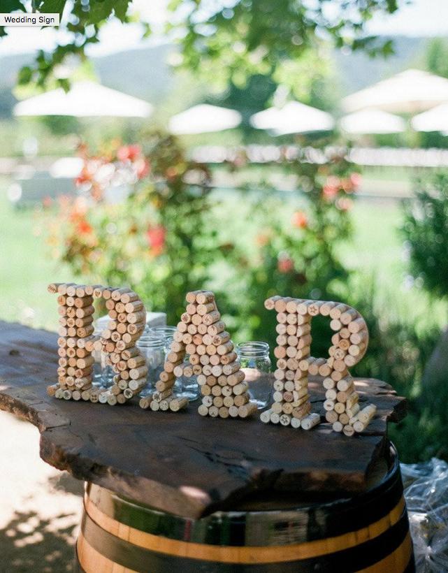 Una idea original hecha a mano para vuestra boda, letras hechas con corchos de vino