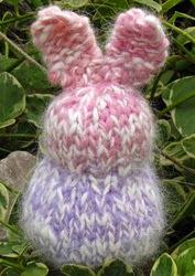 http://translate.google.es/translate?hl=es&sl=en&tl=es&u=http%3A%2F%2Fwww.naturalsuburbia.com%2F2010%2F03%2Fknitter-easter-rabbit-bunny-tutorial.html