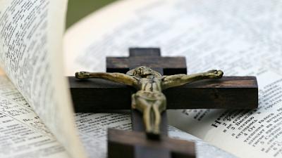 Lindas passagens bíblicas para meditar sobre morrer em Cristo Jesus