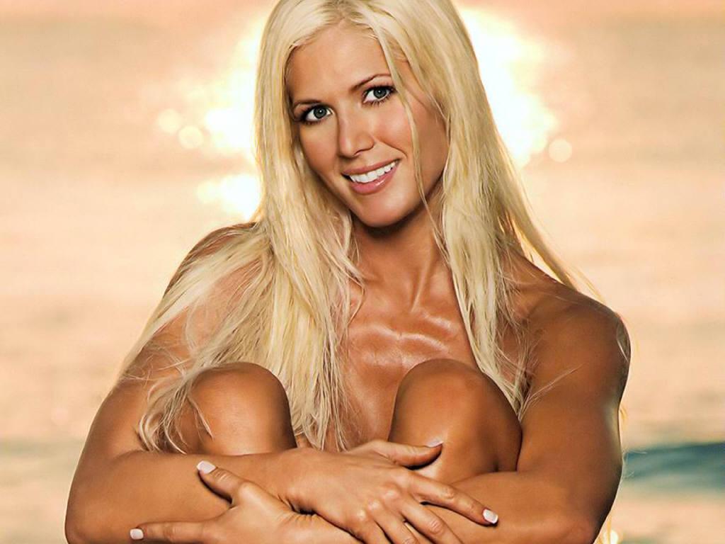 Wrestling diva candice nude modeling